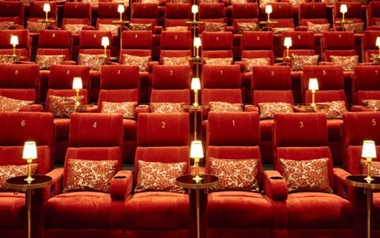 """James Bond """"No Time To Die"""" og Champagne i MovieHouse Hellerup med IDA YngreForum"""